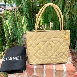 CHANEL Bags - 🎉HOST PICK🎉CHANEL Iconic Caviar Medallion Tote